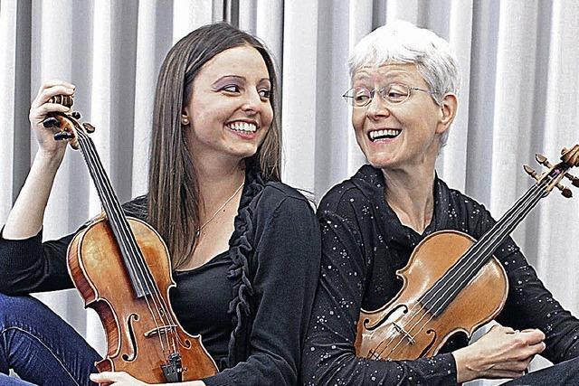 Concertino Offenburg spielt unter der Leitung von Dieter Baran in der Waldorfschule Offenburg