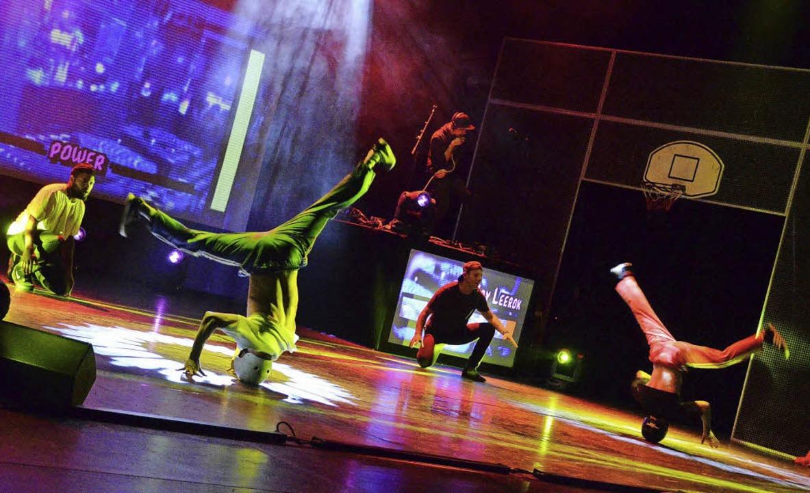 Stehen Kopf: die Breakdancer B-Boy Physicx und B-Boy Leerok     Foto: Michael Reich