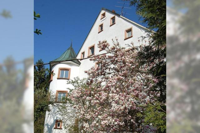 Vom Grab der Häfnet-Jungfrau zur alten Burg