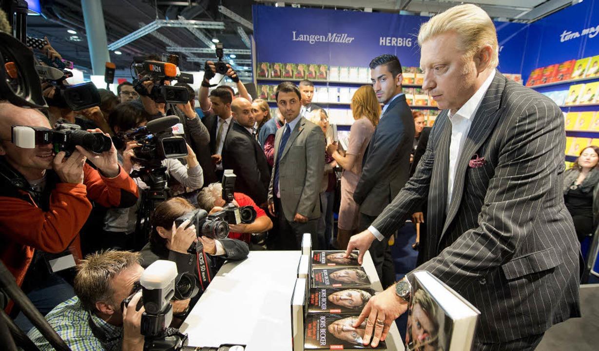 Presserummel um Boris Becker, der auf der Buchmesse seine Biographie vorstellte   | Foto: dpa