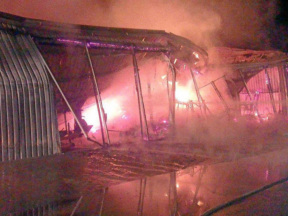Der Geräteschuppen brannte vollständig aus.  | Foto: Feuerwehr