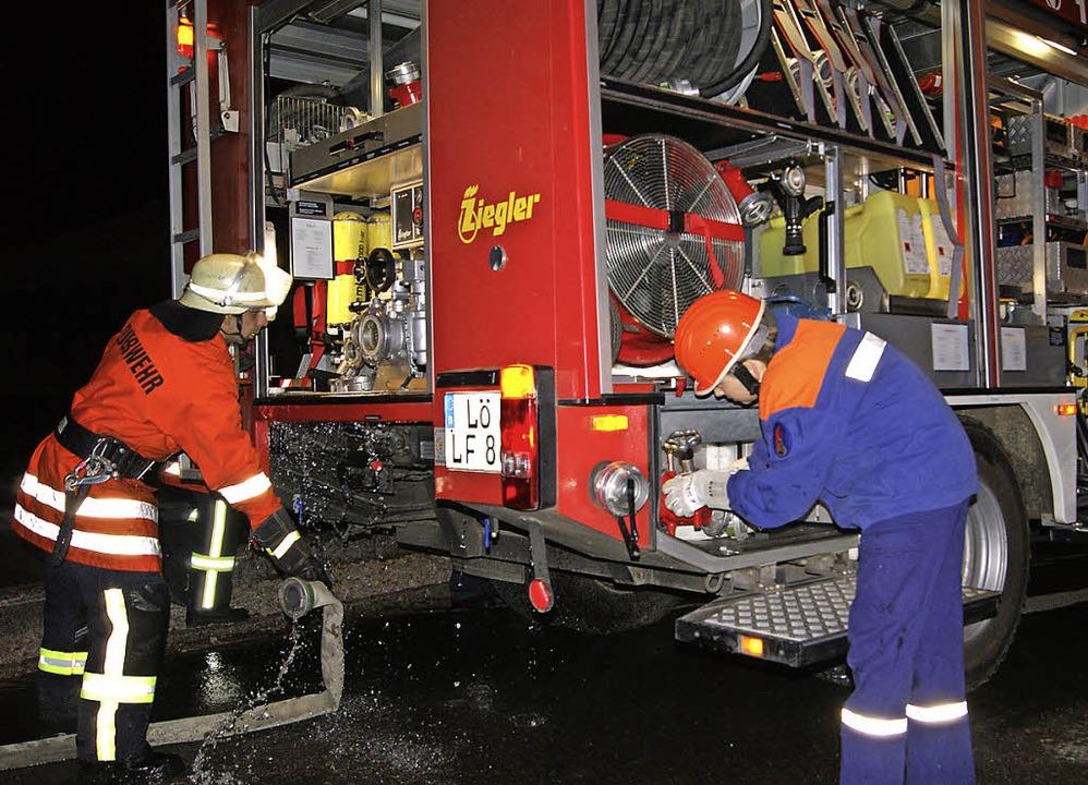 Bei der gemeinsamen Üung der Feuerwehr...h zwei Kinder gerettet werden mussten.  | Foto: Marco Schopferer