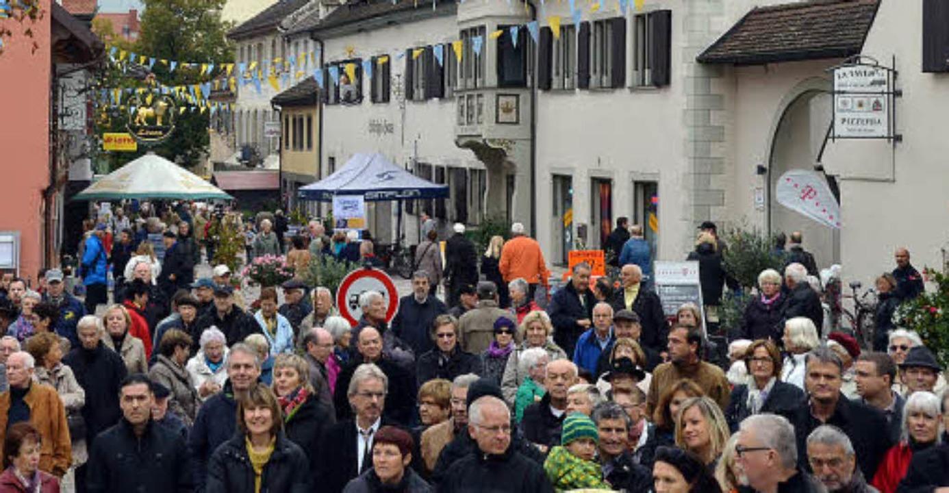 Voll: Andrang herrschte am Samstag auf...weihung der umgebauten Basler Straße.   | Foto: Susanne Müller/Ute Wehrle