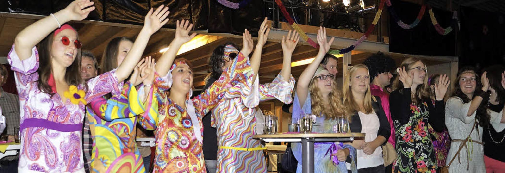 """Die Mädels vom Musikverein sind hinger...9; Song """"Über den Wolken"""".    Foto: Silke Hartenstein"""
