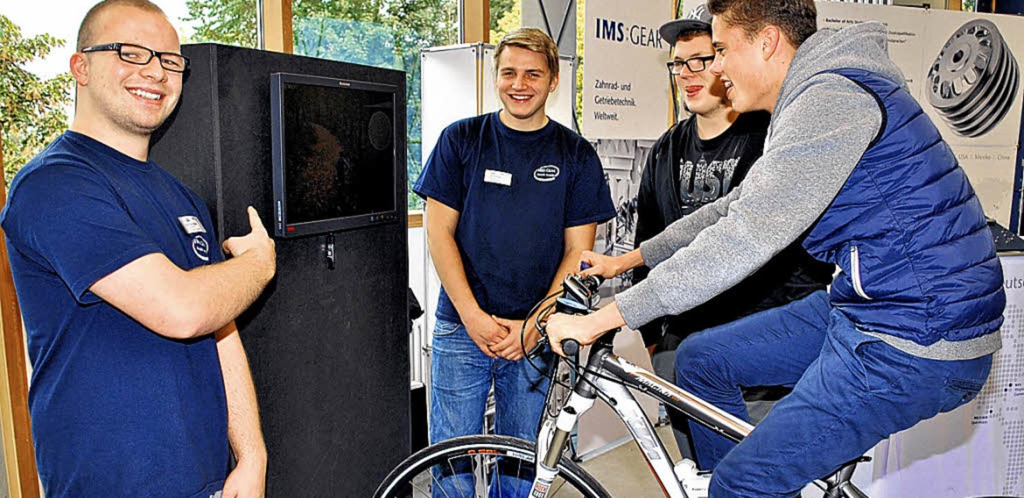 Auf einer virtuellen Strecke wird bei ...antrieb eines Mountainbikes getestet.     Foto: Müller