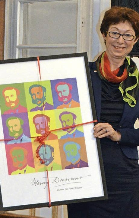 Eva-Maria Münzer, Vizepräsidentin des ... von Henry Dunant im Andy-Warhol-Stil.  | Foto: Sylvia Timm