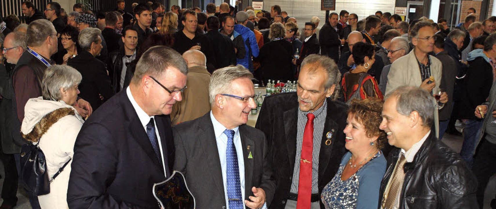 Empfang beim VON-Herbstkonvent in Kenz...Shkodra und Narrenvogt Martin Schmidt.  | Foto: Michael haberer