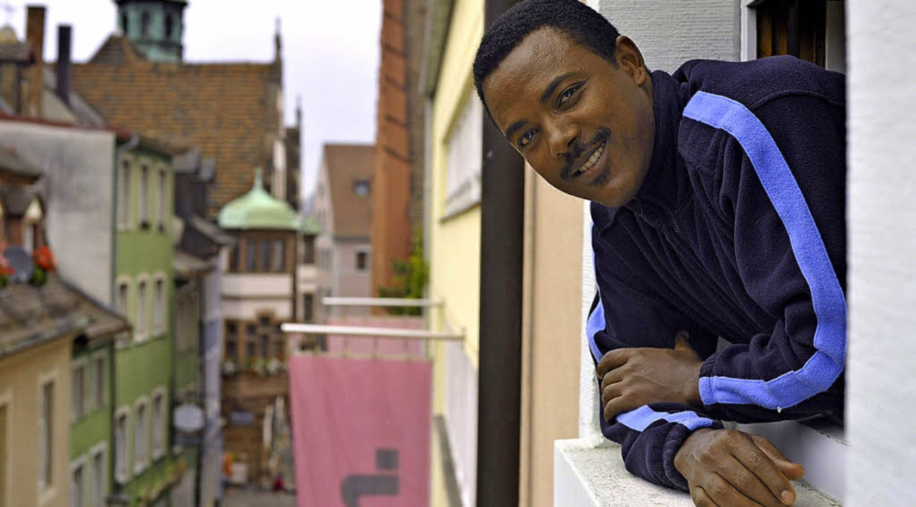 Bezabih Moges Haitu schaut sich in Freiburg um.  | Foto: Michael Bamberger