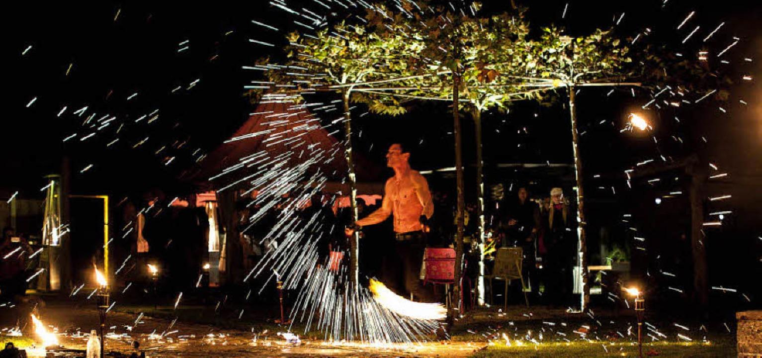 Spektakel in Unteribental: Bei Garteng...h am Samstagabend Feuerkünstler auf.      Foto: matthias mohr