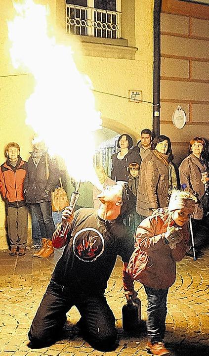 Elisabeth ist die große Flamme, die  M...s dem Mund speit, nicht ganz geheuer.   | Foto: freudig