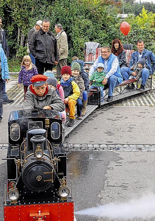 Immer voll besetzt war die Mini-Dampfeisenbahn.  | Foto: Manfred Dinort