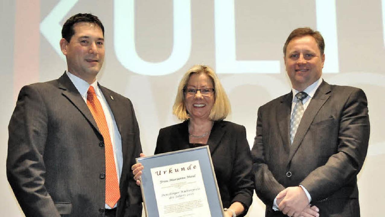 Preisträgerin des 6. Denzlinger Kultur...men Urkunde und Preisgeld überreichten  | Foto: Markus Zimmermann