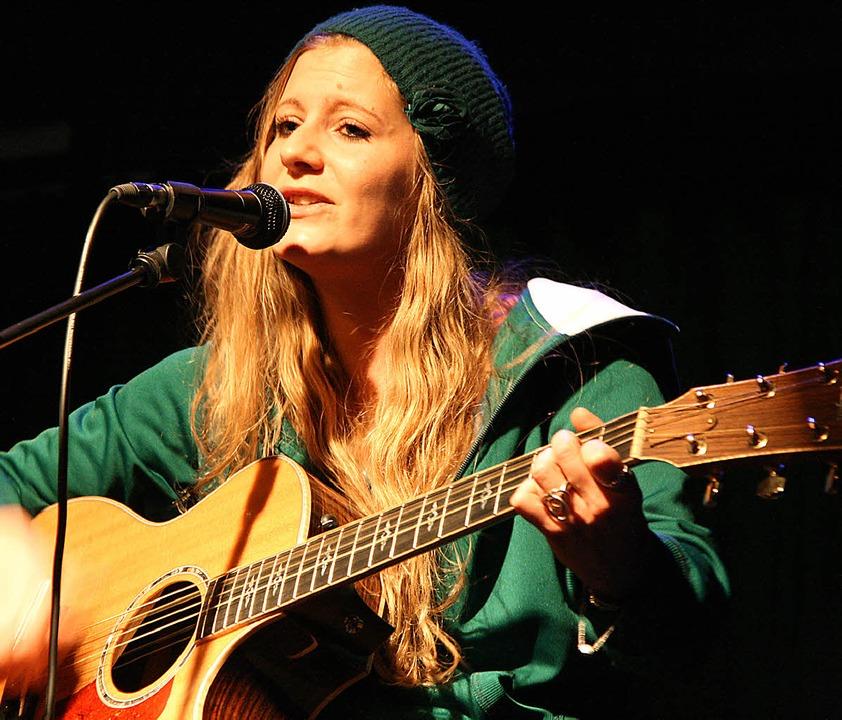 Luisa Robbin singt von Liebe und Hoffn...lichen Leben und von der Musik selbst.  | Foto: Katharina Bartsch
