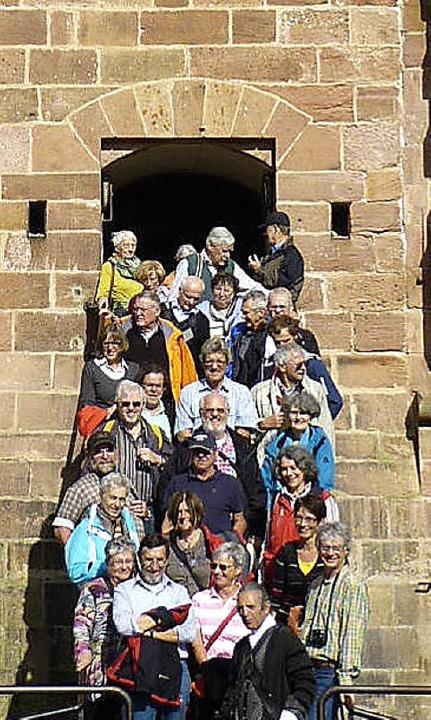 Vor historischer Kulisse: Die Teilnehmer der Exkursion.     Foto: privat