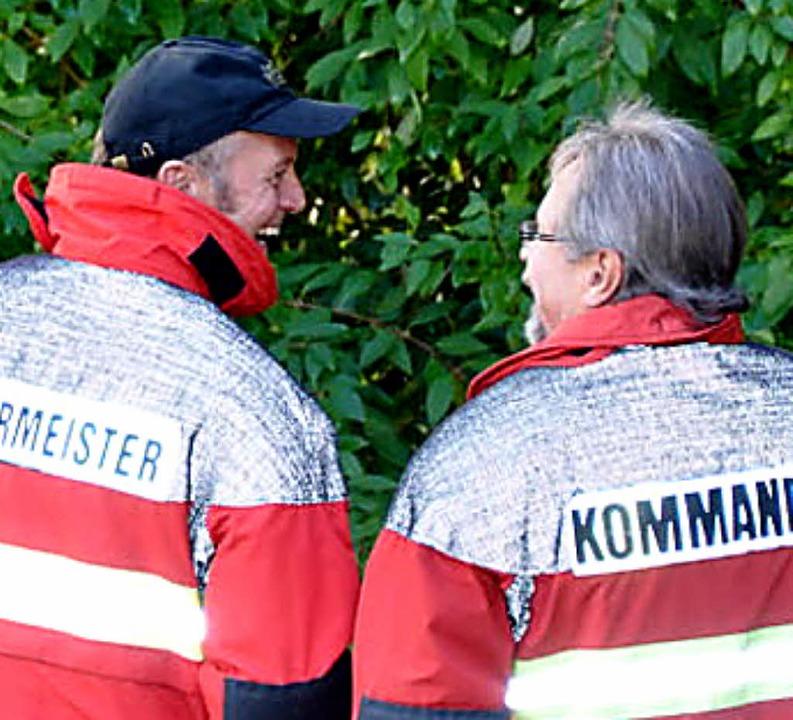 Ihre Freude an der Übung der Feuerwehr hatten Bürgermeister und Kommandant.  | Foto: Kirsten Kux