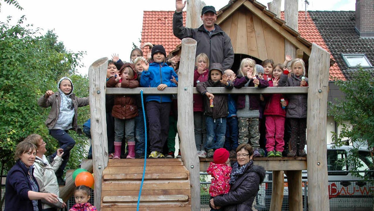 Der Kindergarten Märkt freut sich über...und dem Sandkasten mit Matschbereich.   | Foto: OUNAS-KRÄUSEL