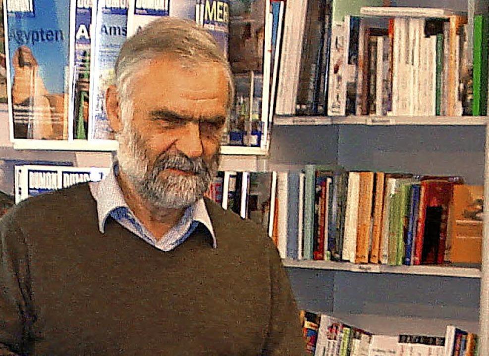 Raimund Kagerer in der Buchhandlung Müller.   | Foto: STEINECK