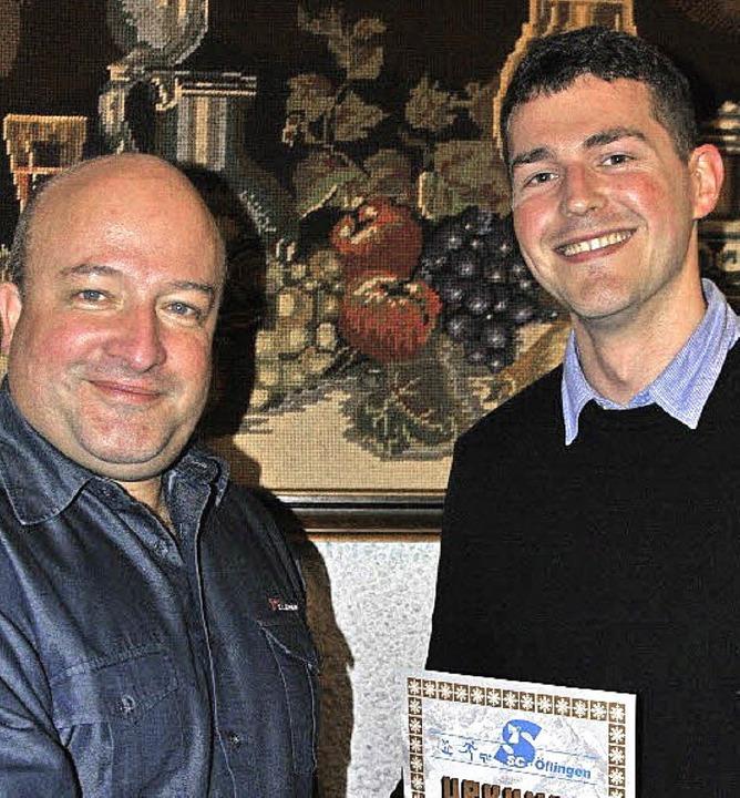 Für 25 Jahre Mitgliedschaft im Skiclub...m der anwesenden Geehrten eine Urkunde  | Foto: Ralph Fautz