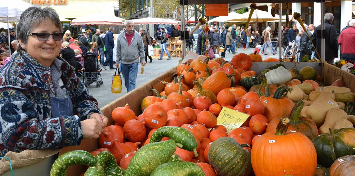 Wagenweise Kürbisse präsentierten die Lörracher Marktfrauen am Herbstfest.     | Foto: Barbara Ruda