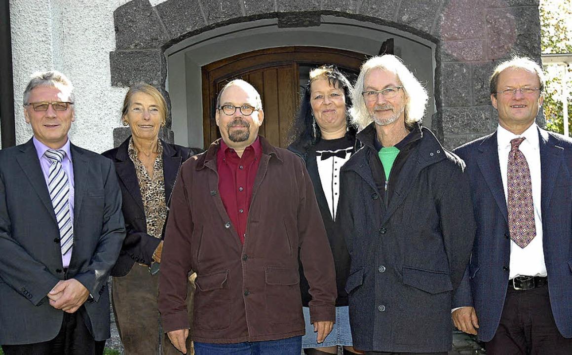 Fünf Kandidaten für die Wahl der Kirch...it  Pfarrer Detlev Jobst (von links).   | Foto: Brigitte Chymo