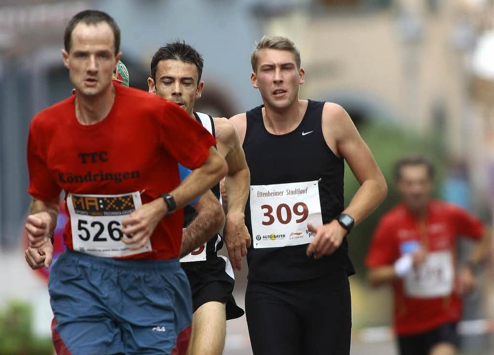 Neun Kilometer lang hielt sich Sebasti...ck, am Ende sprintete er allen davon.   | Foto: p. aukthun
