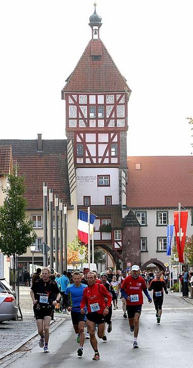 Attacke: Start vor dem mittelalterlichen Bräunlinger Stadttor    Foto: Dieter Reinhardt
