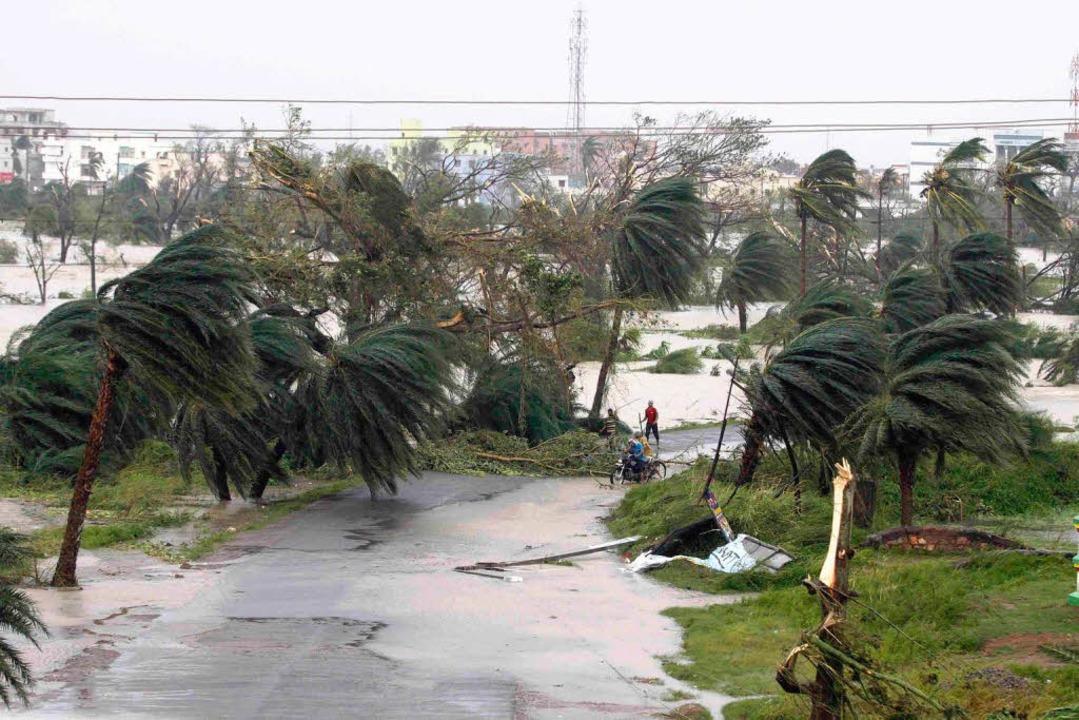Der Zyklon ist gerade am Wüten.   | Foto: dpa