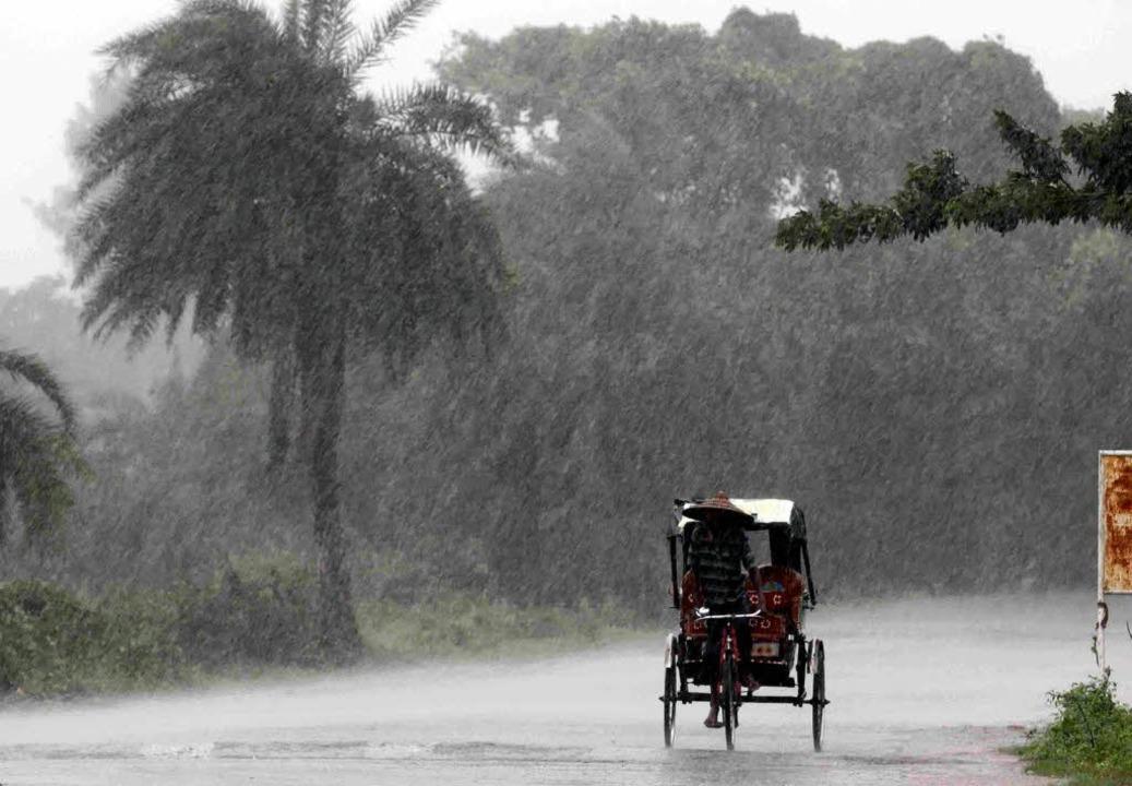 Ein Zyklon bringt heftige Regenfälle mit sich.   | Foto: dpa