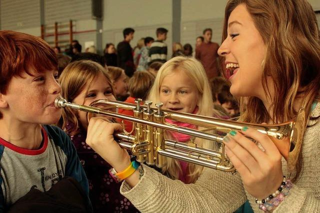 Amerikanische Studenten begeistern Ettenheimer Schüler für eine Show