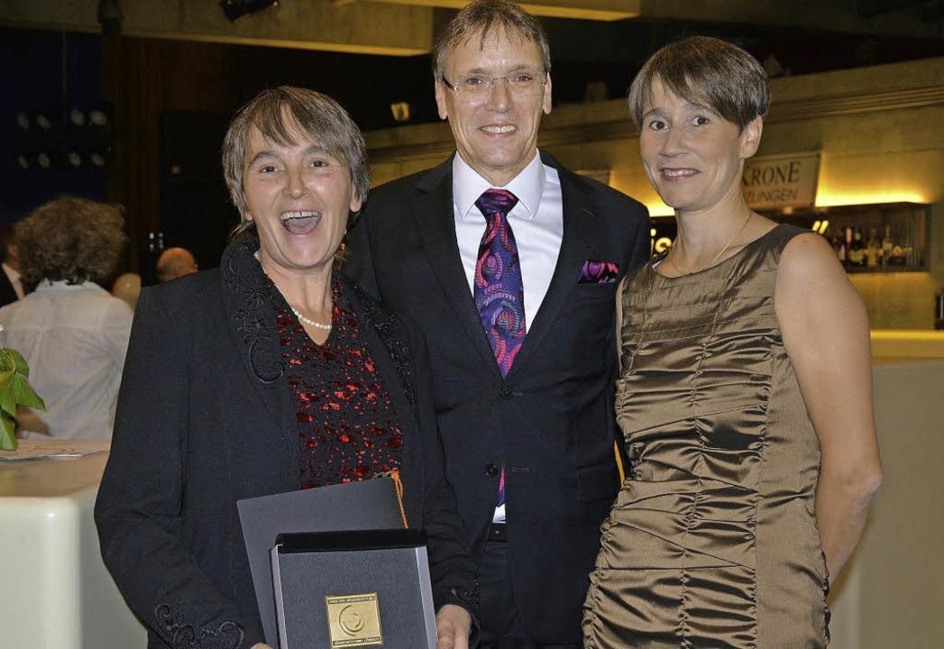 Annegret Brake erhielt bei der Benefiz...er Vereinigung Avantgarde servierten.   | Foto: Barbara Ruda