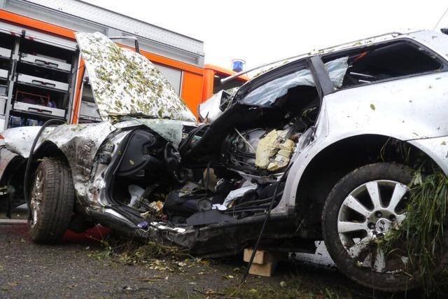 Unfall auf der A5 bei Hartheim: Ein Toter und eine Schwerverletzte