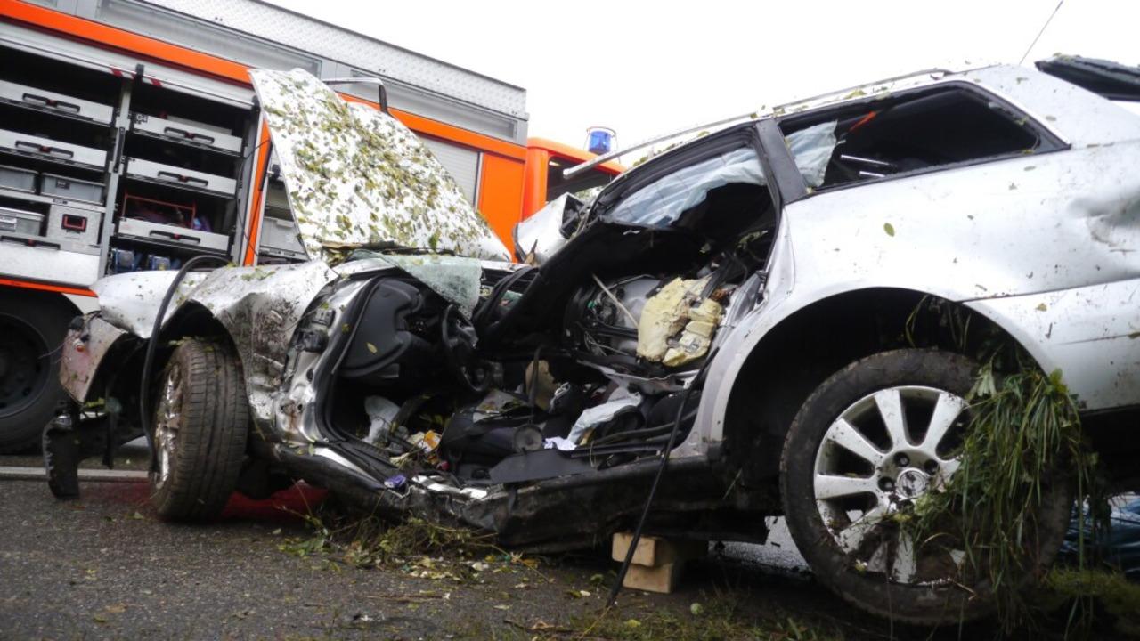 Ein 63 Jahre alter Mann ist an der A5 mit seinem Auto tödlich verunglückt.  | Foto: Kamera24tv. Martin Ganz