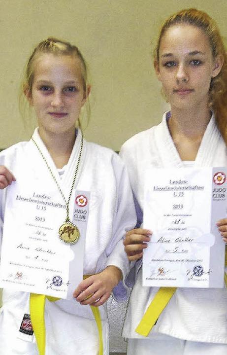 Erfolgreich: Arina Gluschkov (links) und Aline Günther.     Foto: privat