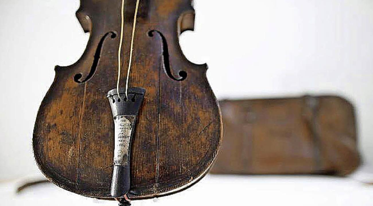 Die Geige –  teuer und  Teil einer stürmischen Liebesgeschichte  | Foto: dpa