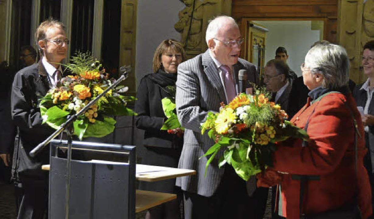 Blumen für die Kandidatinnen und Kandi...b's am Sonntag vor dem Rathaus.   | Foto: Susanne Müller