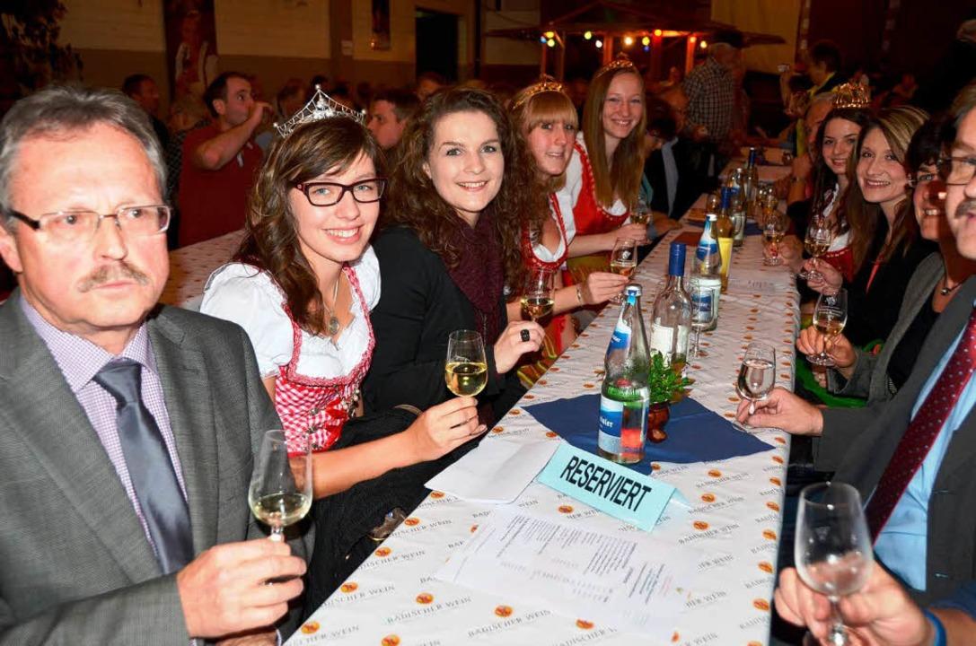 Hoheiten und Ehrengäste freuen sich auf ein fröhliches Fest.    Foto: Roland Vitt