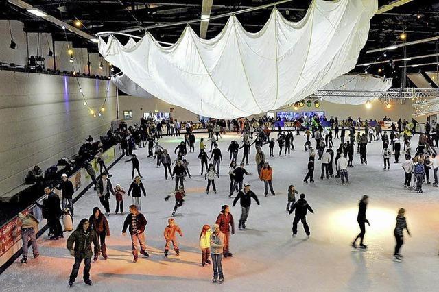 Saisonstart mit Party in der Eislaufhalle