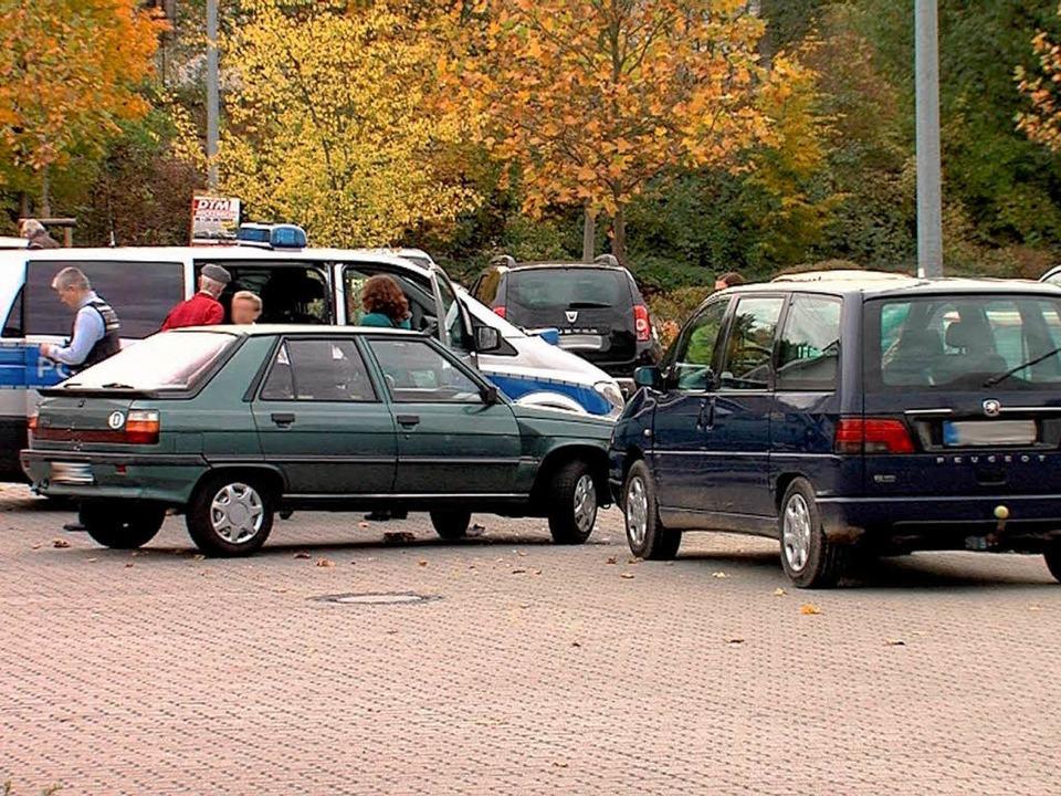Das Drama passierte auf einem Supermarktparkplatz in Bretten.    Foto: dpa