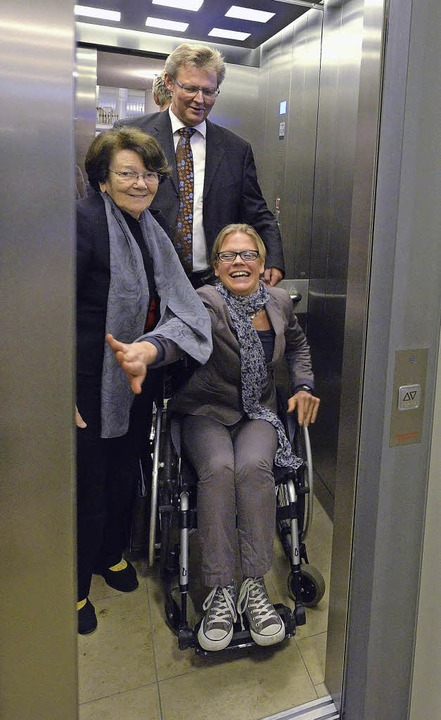 Testfahrt: die Stadträtinnen Ellen Bre...mit Bürgermeister Ulrich von Kirchbach  | Foto: michael bamberger