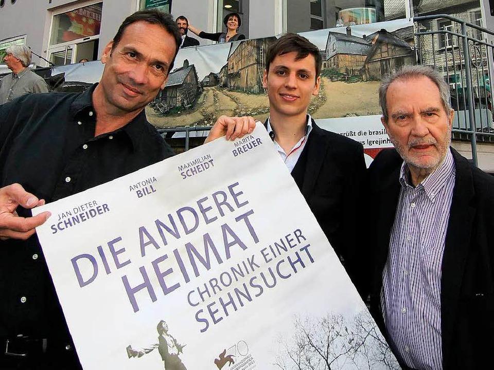 Produzent Christian Reitz, Hauptdarste...und Regisseur Edgar Reitz (von links).  | Foto: Olaf Schepers