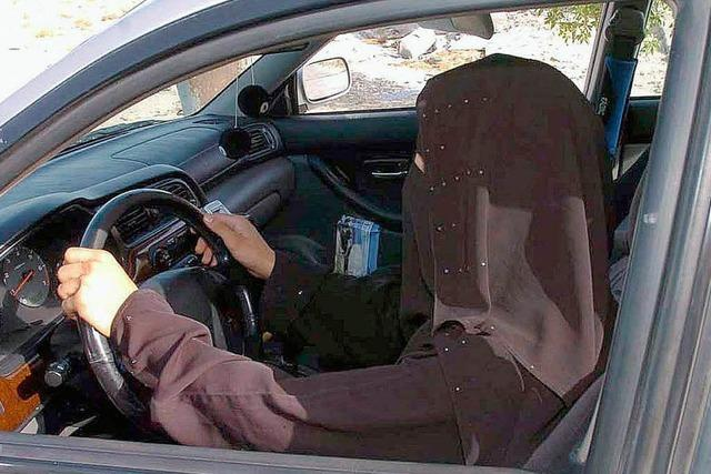 Saudische Frauen wollen Auto fahren – Demo gegen Verbot