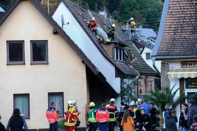 Feuerwehren löschen Dachstuhlbrand