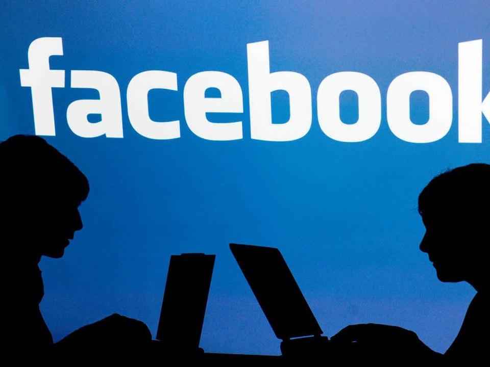 Kinder und Jugendliche sollten sich au...tzung sozialer Netzwerke bewusst sein.  | Foto: dpa
