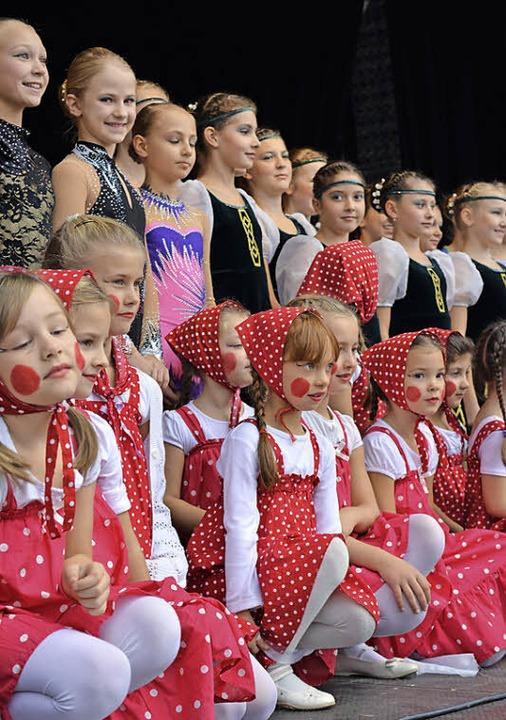 Die Akteure verabschieden sich vom Publikum.  | Foto: Tatjana Brenner