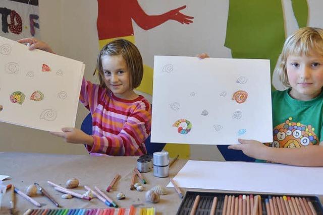 Kinder zeichnen, malen und basteln