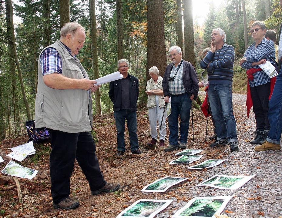 Betroffenes Schweigen im Wald: Wo jetz...er Störk informierte über die Fakten.     Foto: Marlies Jung-Knoblich