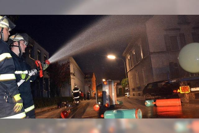 Nach Unfall Feuer im Wiesenweg