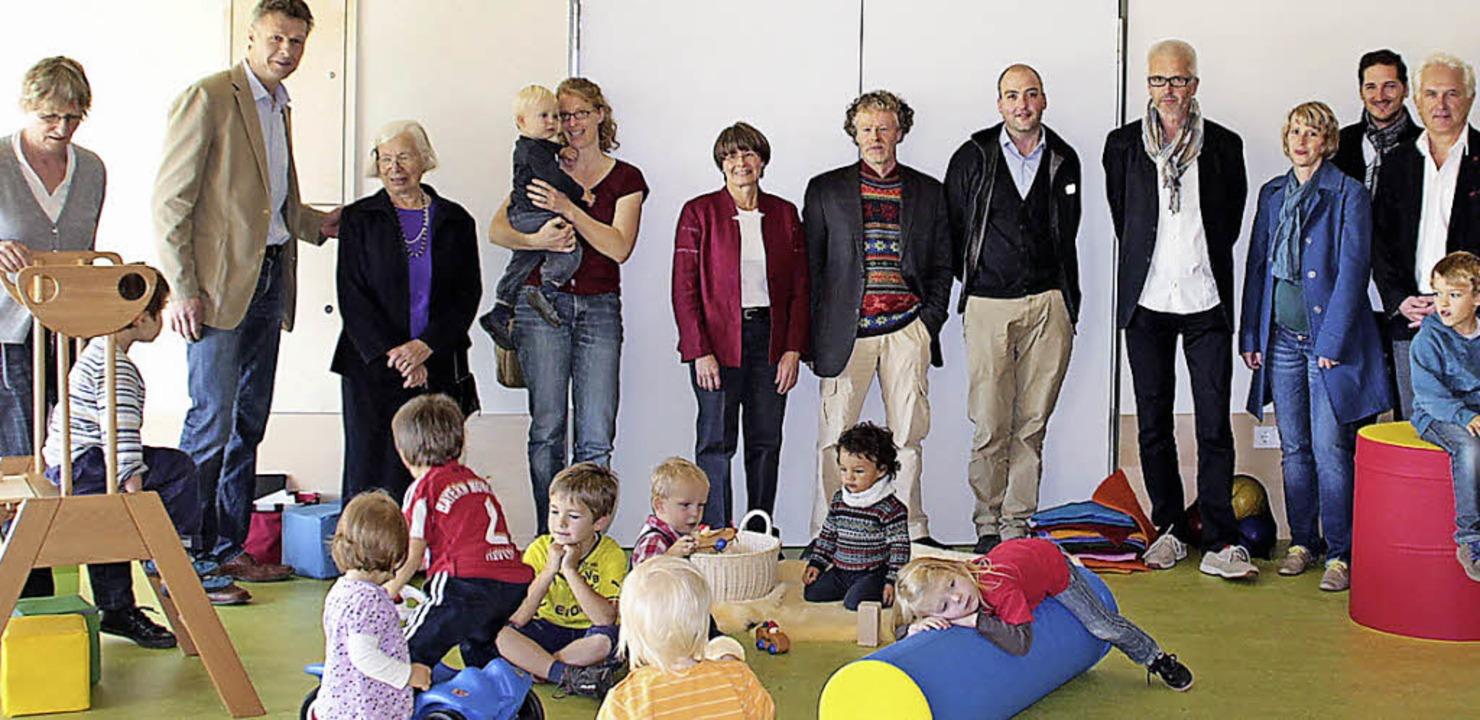 Vertreter der Kaltenbach-Stiftung, der...rüßungsbesuch in der  Kita am Bächle.   | Foto: zvg