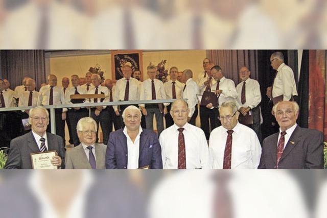 Grenzacher Sänger ehren Mitglieder