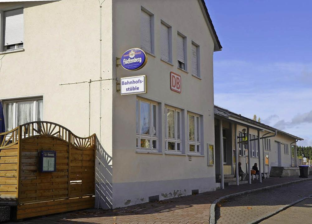 Die Bahn will auch das Bahnhofsgebäude in Löffingen verkaufen.   | Foto: Martin Wunderle